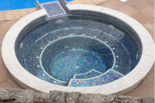 piscine-coque-spa-mosaique